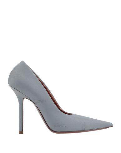 Фото - Женские туфли VETEMENTS светло-серого цвета
