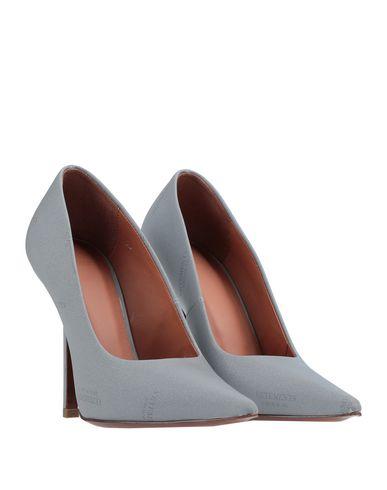 Фото 2 - Женские туфли VETEMENTS светло-серого цвета