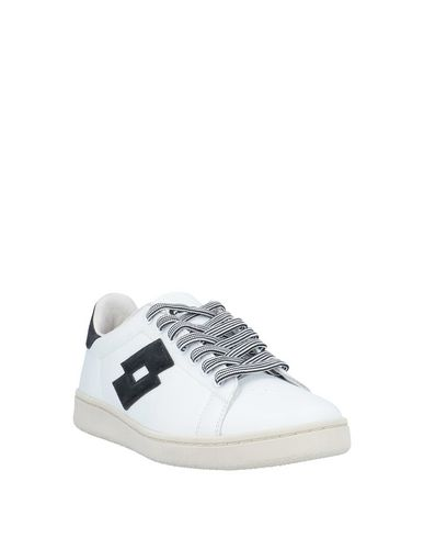 Фото 2 - Низкие кеды и кроссовки от LOTTO LEGGENDA белого цвета