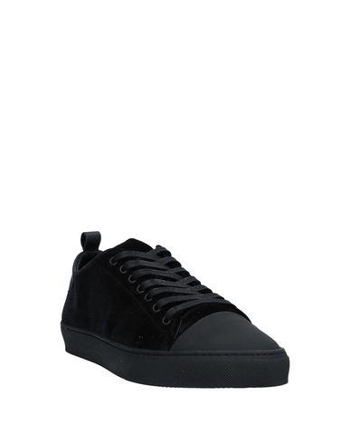 Фото 2 - Низкие кеды и кроссовки от YLATI черного цвета