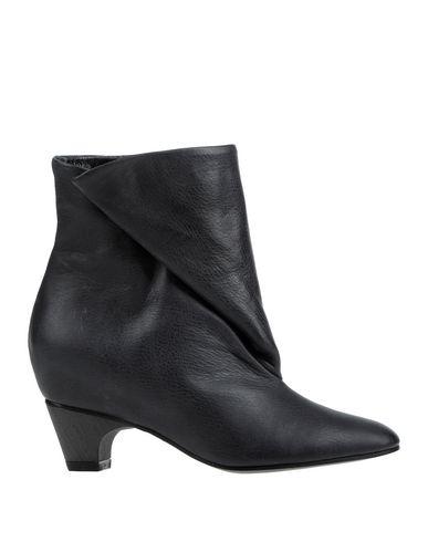 Фото - Полусапоги и высокие ботинки от PARENTS черного цвета