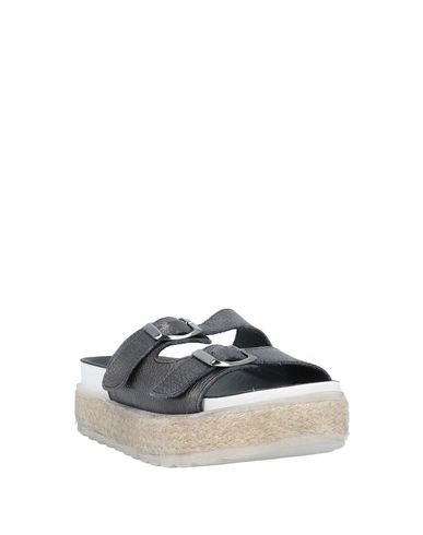 Фото 2 - Женские сандали  черного цвета