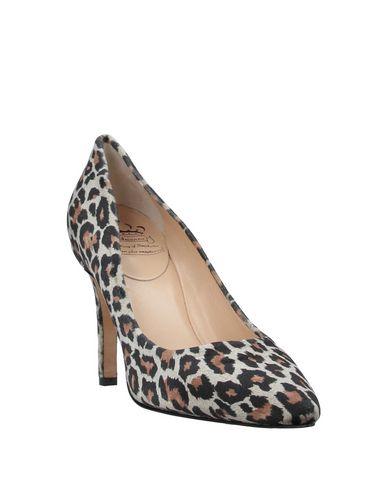 Фото 2 - Женские туфли  бежевого цвета