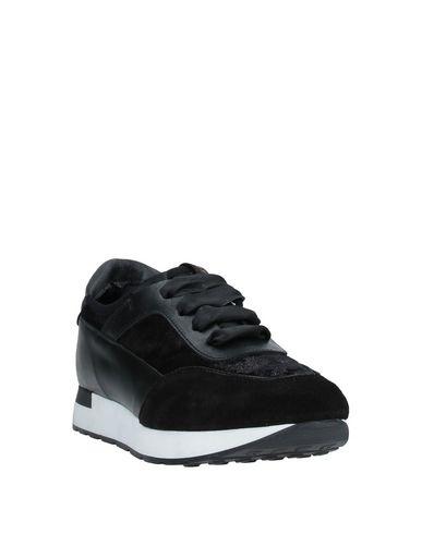 Фото 2 - Низкие кеды и кроссовки от LILIMILL черного цвета
