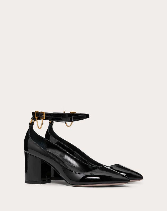 Zapatos de salón de charol con detalle de cadena y tacón de 70 mm