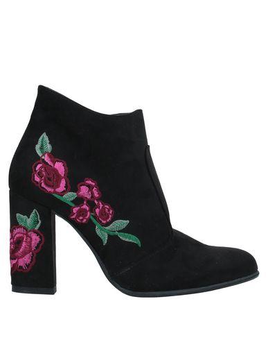 Фото - Полусапоги и высокие ботинки от VIVIAN черного цвета