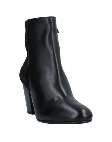 Фото 2 - Полусапоги и высокие ботинки от BAGATT черного цвета