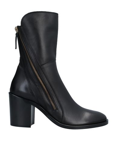 Купить Полусапоги и высокие ботинки от CARLA G. черного цвета