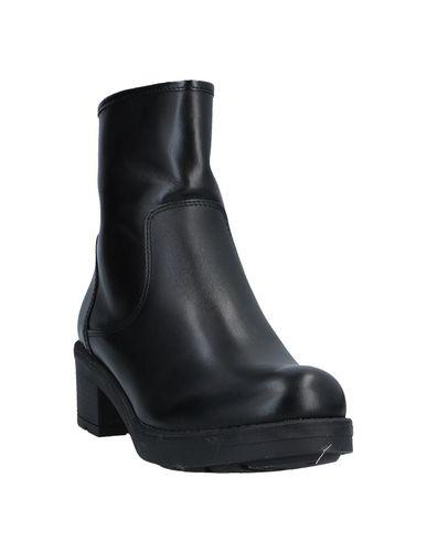 Фото 2 - Полусапоги и высокие ботинки от UNLACE черного цвета