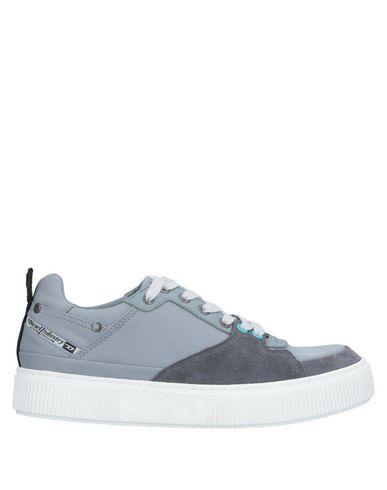 Купить Низкие кеды и кроссовки серого цвета