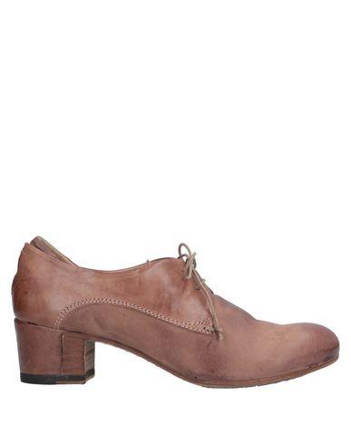 Фото - Обувь на шнурках светло-коричневого цвета