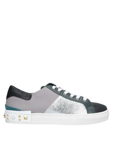 Купить Низкие кеды и кроссовки от EBARRITO серого цвета