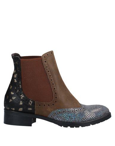 Купить Полусапоги и высокие ботинки от EBARRITO свинцово-серого цвета
