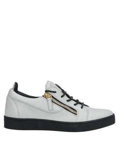 Купить Низкие кеды и кроссовки светло-серого цвета