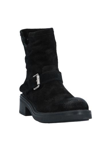 Фото 2 - Полусапоги и высокие ботинки от J|D JULIE DEE черного цвета