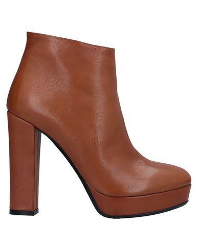 Фото - Полусапоги и высокие ботинки от FIORIFRANCESI желто-коричневого цвета