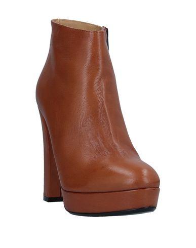 Фото 2 - Полусапоги и высокие ботинки от FIORIFRANCESI желто-коричневого цвета