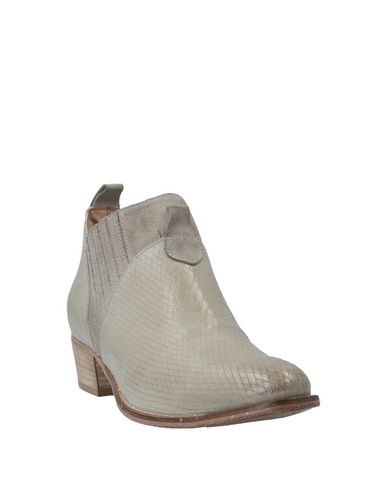 Фото 2 - Полусапоги и высокие ботинки от 1725.A бежевого цвета