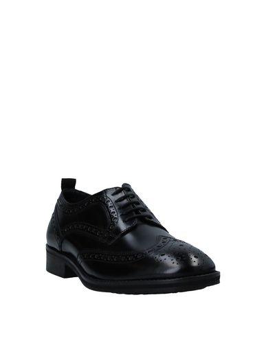 Фото 2 - Обувь на шнурках черного цвета