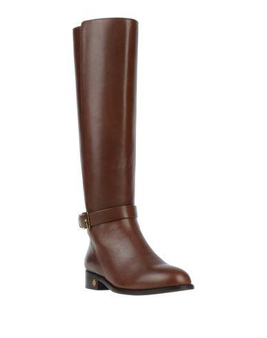 Фото 2 - Женские сапоги  коричневого цвета