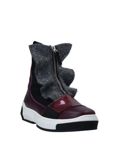 Фото 2 - Высокие кеды и кроссовки от BEYOND фиолетового цвета