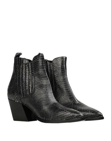 Фото 2 - Полусапоги и высокие ботинки от LEMARÉ цвет стальной серый