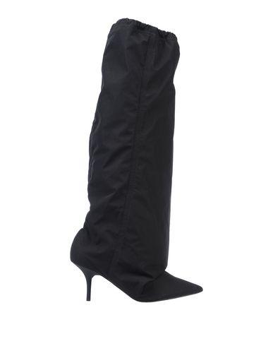 Купить Женские сапоги YEEZY черного цвета