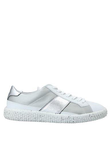 Купить Низкие кеды и кроссовки от O.X.S. белого цвета