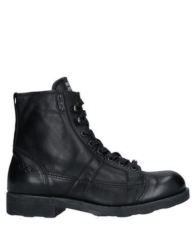Купить Полусапоги и высокие ботинки от O.X.S. черного цвета