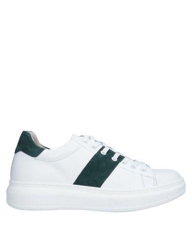 Купить Низкие кеды и кроссовки от TSD12 белого цвета