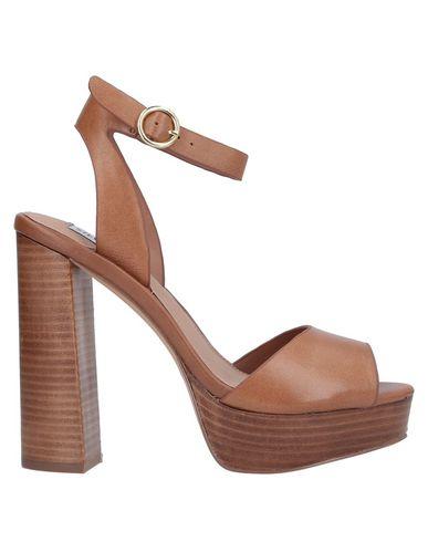 Купить Женские сандали STEVE MADDEN желто-коричневого цвета