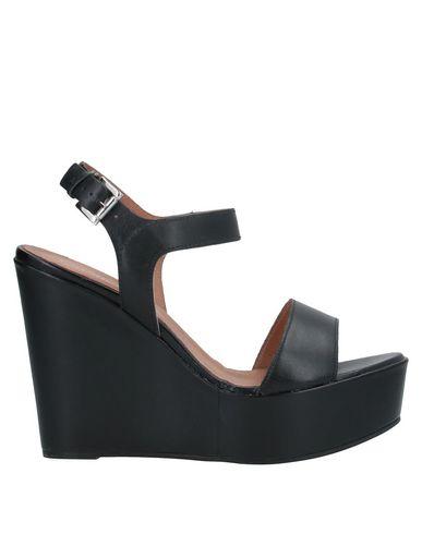 Купить Женские сандали CARMENS черного цвета
