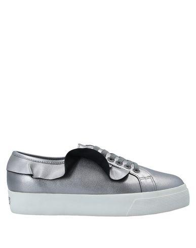 Купить Низкие кеды и кроссовки от SUPERGA серебристого цвета