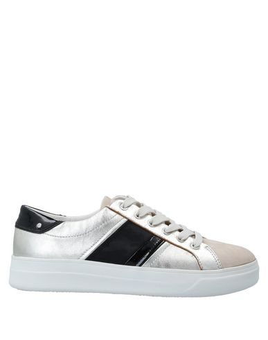 Купить Низкие кеды и кроссовки серебристого цвета