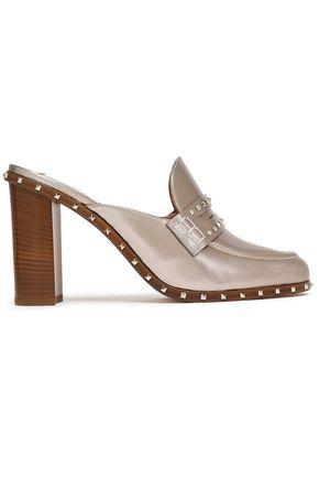 VALENTINO GARAVANI حذاء ميول من الجلد اللامع المزخرف بأزرار معدنية