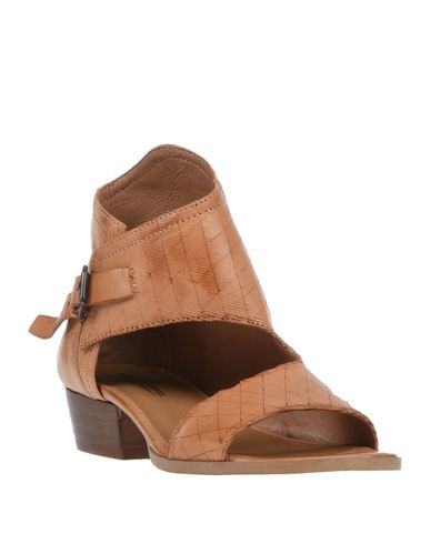 Фото 2 - Женские сандали OASI цвет верблюжий