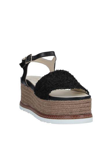 Фото 2 - Женские сандали ESPADRILLES черного цвета