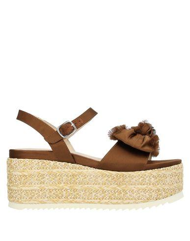 Купить Женские сандали JEANNOT коричневого цвета