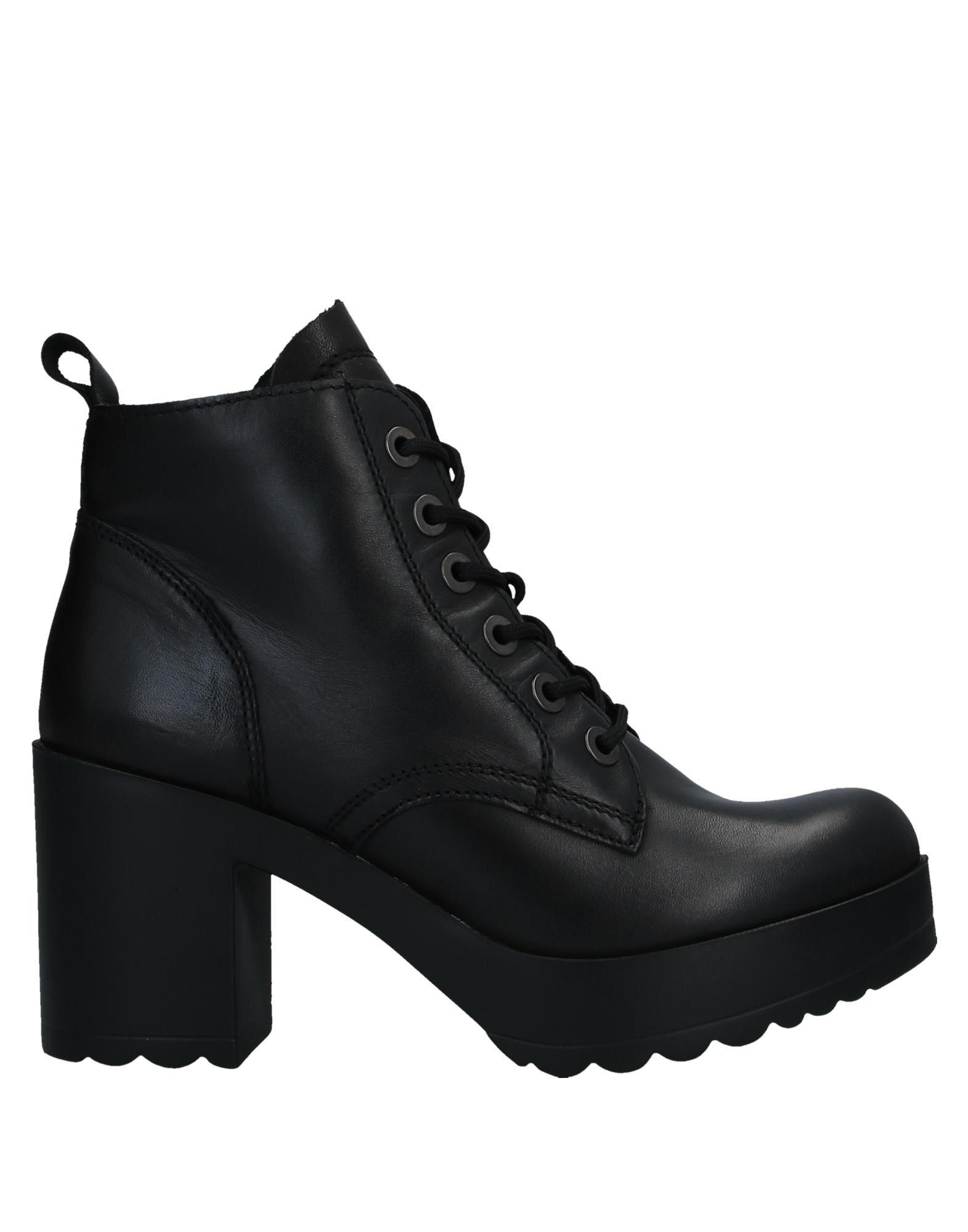 TAMARIS Полусапоги и высокие ботинки