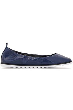 """DKNY حذاء باليه """"فيفي"""" من الجلد الاصطناعي اللامع"""