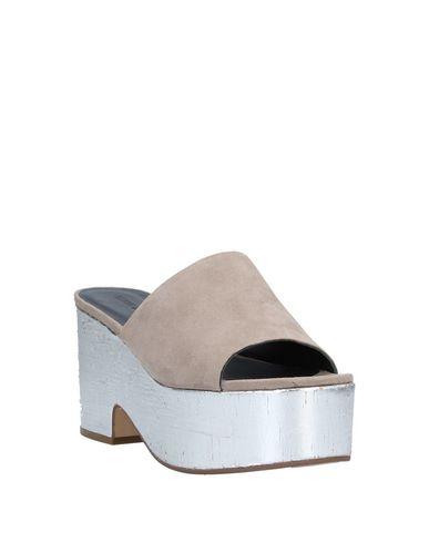 Фото 2 - Женские сандали ELVIO ZANON серого цвета