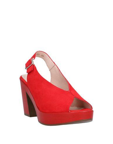 Фото 2 - Женские сандали WONDERS красного цвета