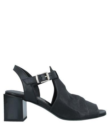 Фото - Женские сандали LEMARÉ черного цвета