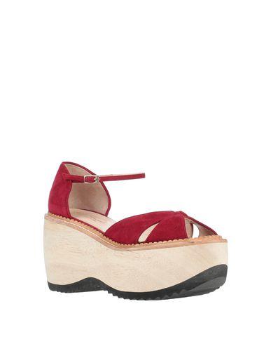 Фото 2 - Женские сандали LENORA красно-коричневого цвета