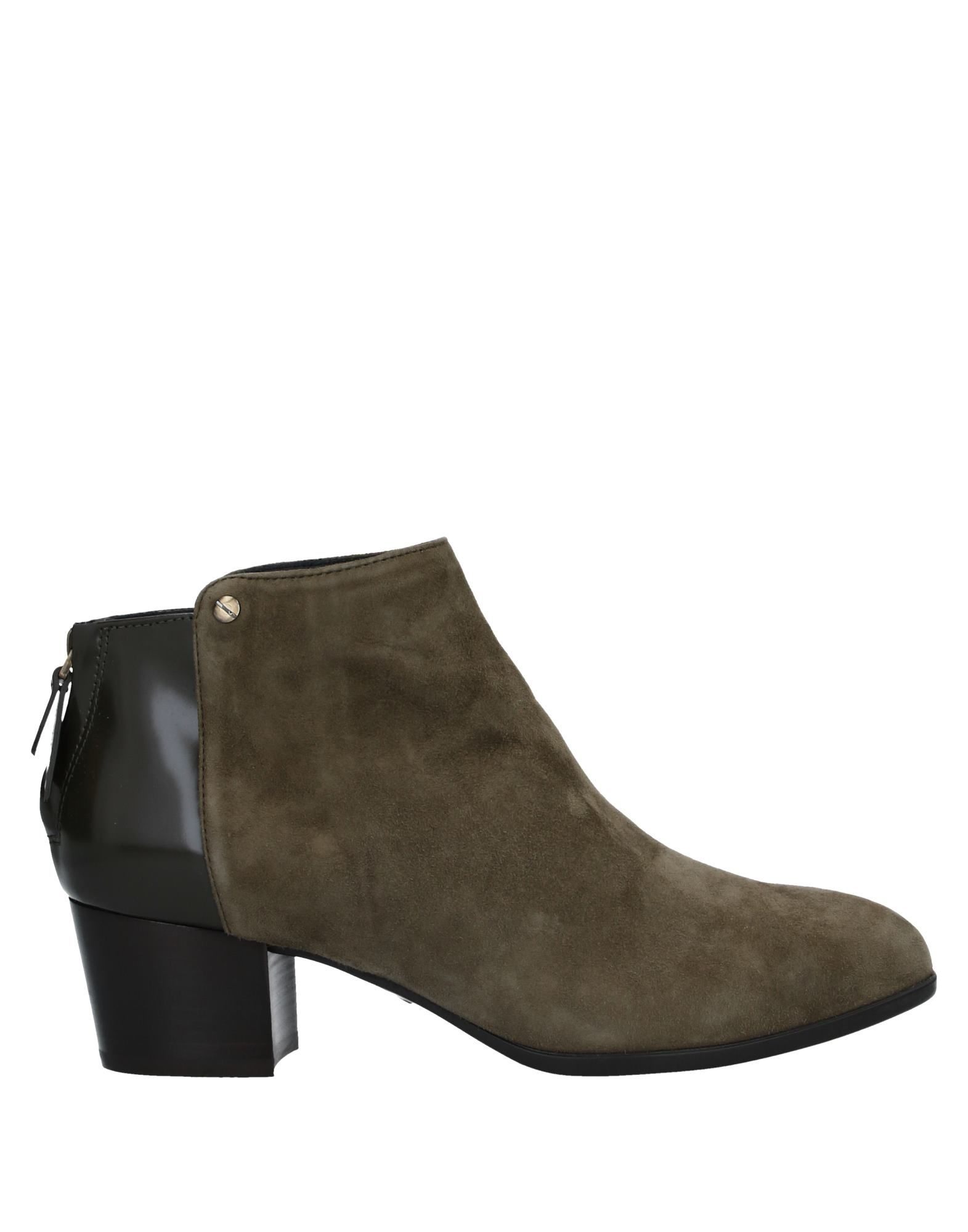 HOGAN Booties. leather, suede effect, metal applications, polished leather, solid color, zipper closure, round toeline, square heel, leather lining, rubber sole, contains non-textile parts of animal origin. Soft Leather
