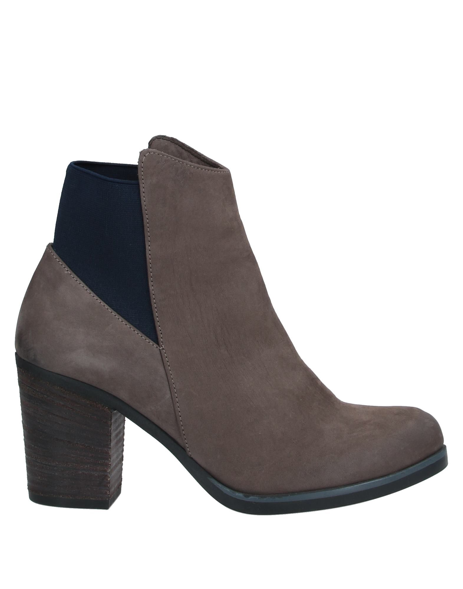 BUENO Ankle boots. leather, nubuck, no appliqués, solid color, elasticized gores, round toeline, geometric heel, leather lining, rubber sole, contains non-textile parts of animal origin. Soft Leather