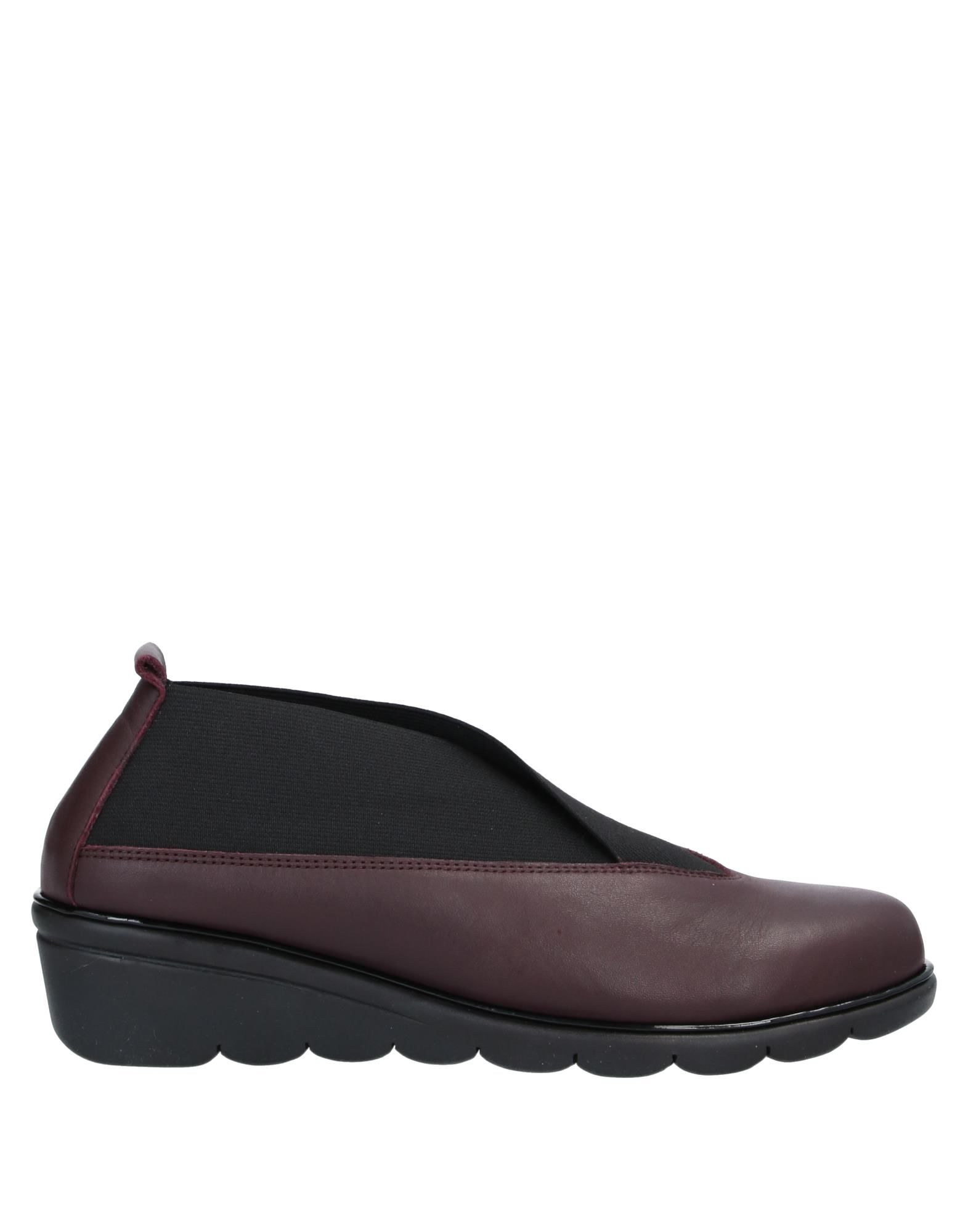 THE FLEXX Loafers. leather, no appliqués, two-tone, elasticized gores, round toeline, wedge heel, rubber wedge, leather lining, rubber cleated sole, contains non-textile parts of animal origin. Soft Leather, Textile fibers