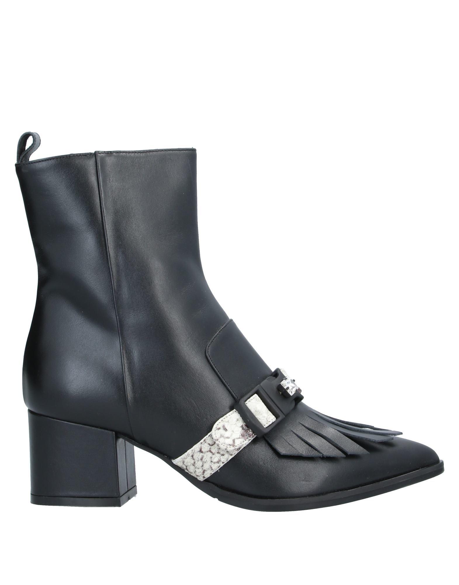 LA BLANC Полусапоги и высокие ботинки