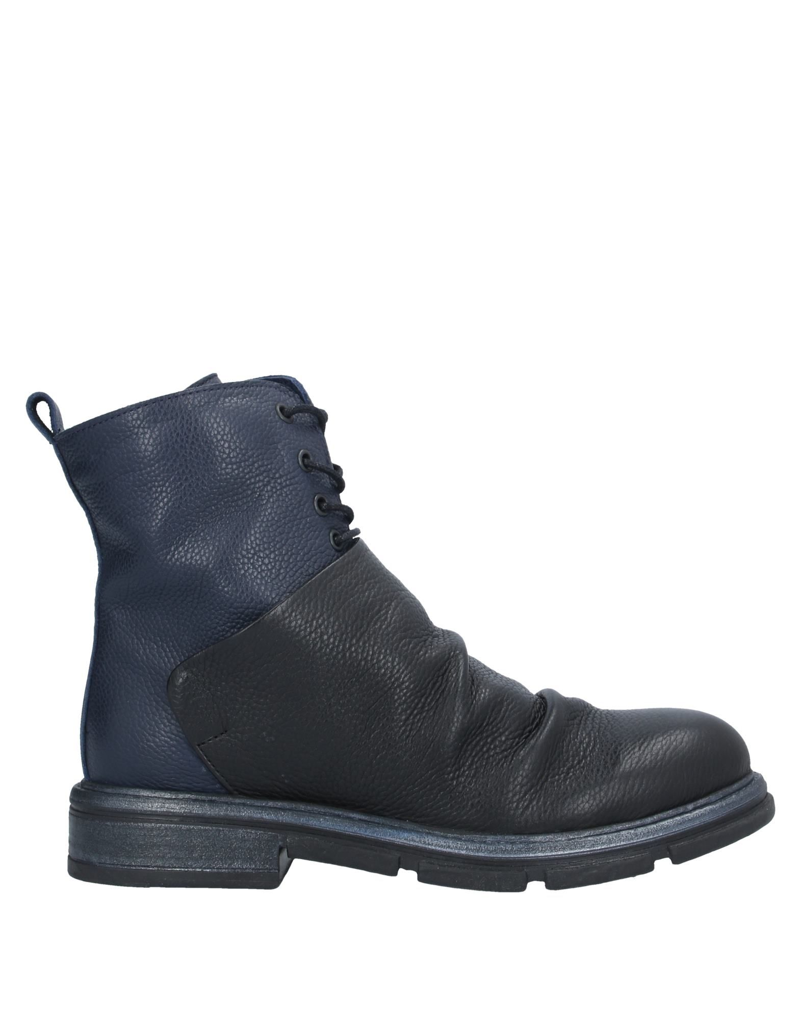 BUENO Ankle boots. textured leather, no appliqués, solid color, laces, round toeline, square heel, fully lined, rubber sole, contains non-textile parts of animal origin. Soft Leather