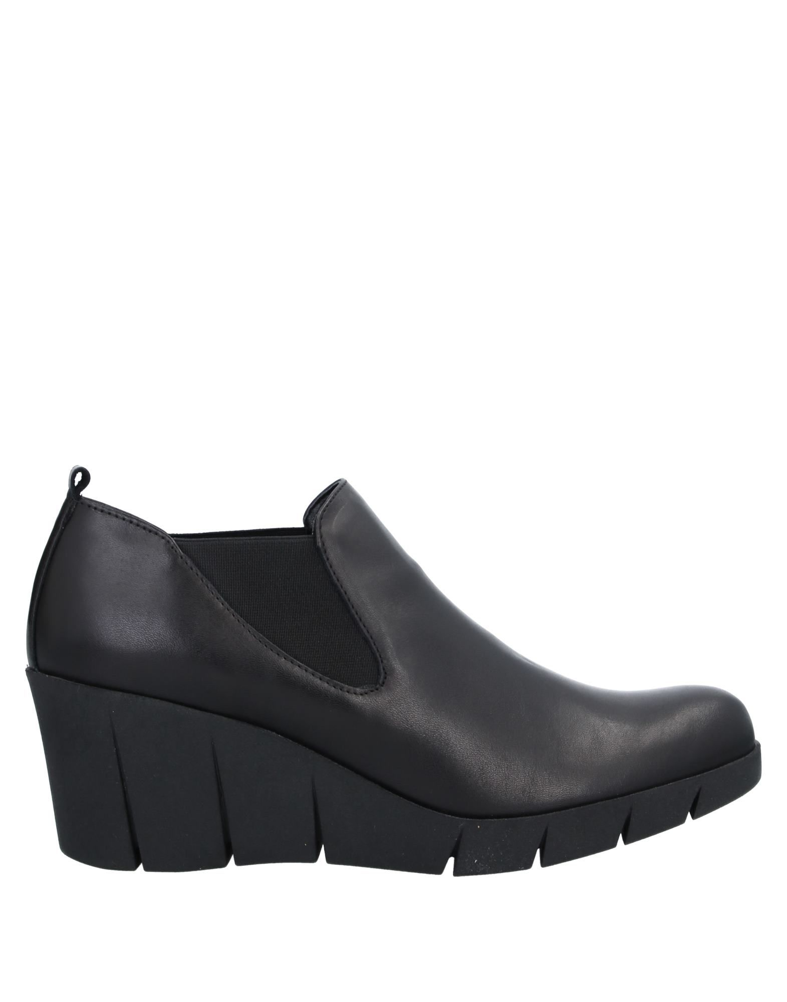 THE FLEXX Booties. no appliqués, solid color, elasticized gores, narrow toeline, wedge heel, leather lining, rubber sole, contains non-textile parts of animal origin. Soft Leather